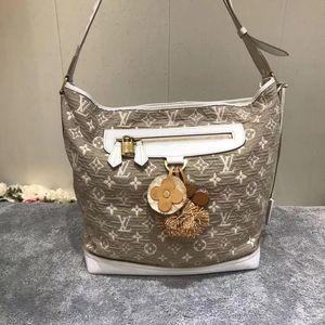 Louis Vuitton 路易·威登限量款手提单肩包