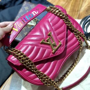 Louis Vuitton 路易·威登玫红色全皮链条单肩包
