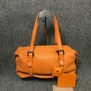 Bottega Veneta 葆蝶家女士橘黄色皮质全编织变形手提单肩包