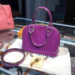 Louis Vuitton 路易威登漆皮alma BB贝壳包