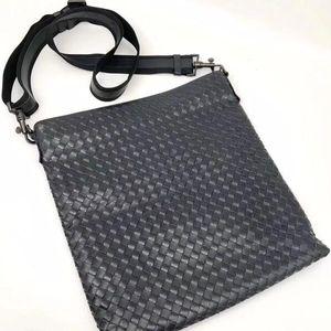 Bottega Veneta 葆蝶家经典编织黑篮色单肩包