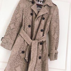 Burberry 博柏利限量版蕾丝风衣