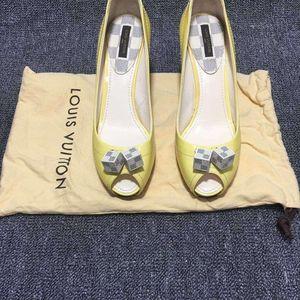 Louis Vuitton 路易·威登女款鱼嘴高跟鞋