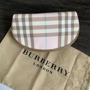 Burberry 博柏利粉色贝壳手拿包