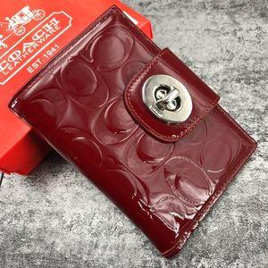 COACH 蔻驰酒红色漆皮短款对折钱包