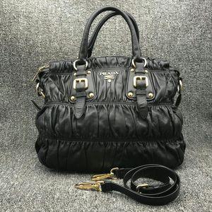 PRADA 普拉达达女士黑色手提包
