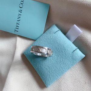 Tiffany & Co. 蒂芙尼窄版罗马戒指
