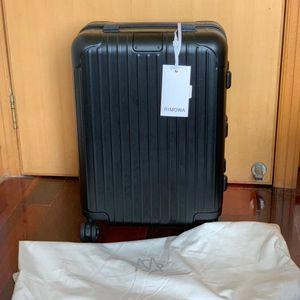 RIMOWA 日默瓦Essential系列磨砂黑20寸行李箱