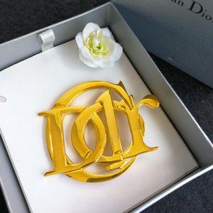 Dior 迪奥字母大logo胸针