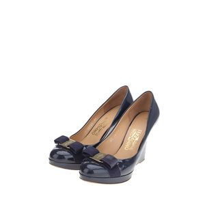 Ferragamo 菲拉格慕深蓝色漆皮高跟鞋