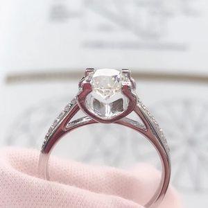 钻石  四爪牛头款钻石戒指