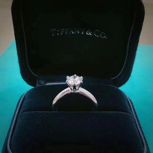 Tiffany & Co. 蒂芙尼1.05克拉钻戒