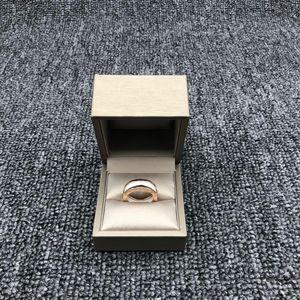BVLGARI 宝格丽白陶瓷三环戒指