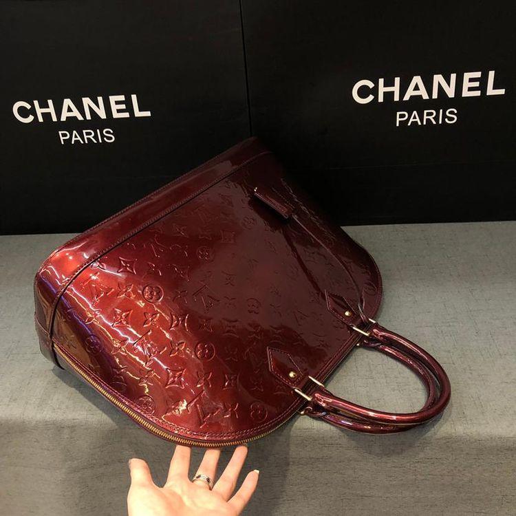 Louis Vuitton 路易·威登ALMA大号车厘子漆皮压纹贝壳手提包