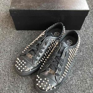 Philipp plein 全铆钉真皮休闲鞋