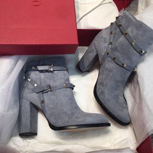 Valentino 华伦天奴铆钉麂皮高跟鞋短靴
