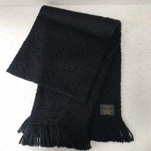 Louis Vuitton 路易·威登经典黑色羊毛围巾