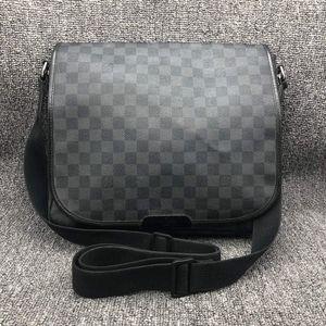 Louis Vuitton 路易·威登男士灰棋盘单肩斜挎公文包