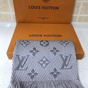 Louis Vuitton 路易·威登经典珍珠灰羊毛围巾