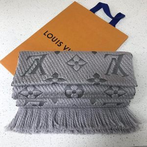 Louis Vuitton 路易·威登经典珍珠灰羊毛围巾