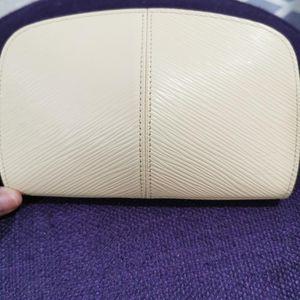 Louis Vuitton 路易·威登淡黄色水波纹化妆包