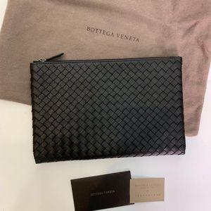 Bottega Veneta 葆蝶家经典编织黑色牛皮手包