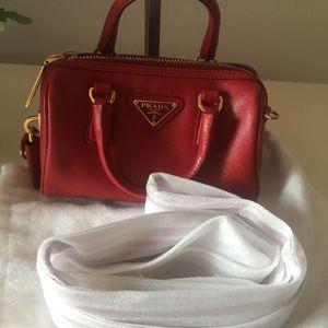 PRADA 普拉达经典mini枕头包