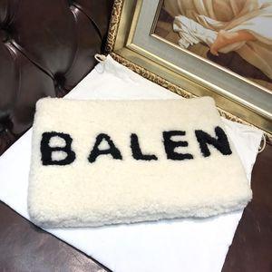 Balenciaga 巴黎世家羊羔毛字母logo大号手包