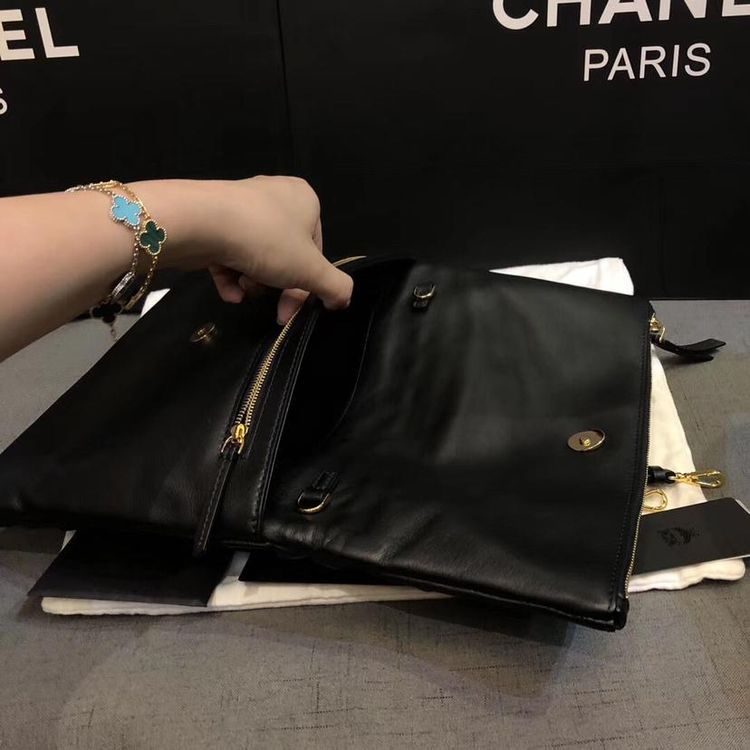 MCM 黑色全皮铆钉高价款手包