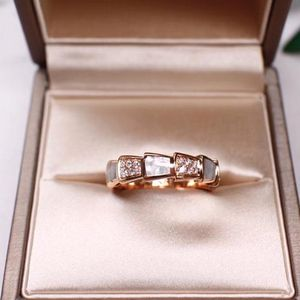 BVLGARI 宝格丽Serpenti viper系列白贝母镶钻宽版蛇型戒指