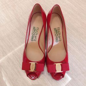 Ferragamo 菲拉格慕漆皮蝴蝶结坡跟小红鞋