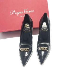 Roger Vivier 罗杰·维维亚黑色漆皮金属扣高跟鞋