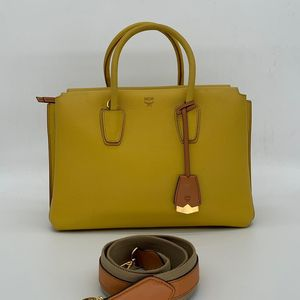 MCM 姜黄色牛皮单肩斜挎手提包