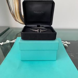 Tiffany & Co. 蒂芙尼18k白金t系列镶钻手镯
