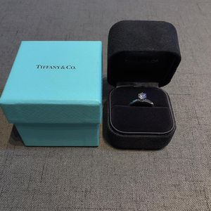 Tiffany & Co. 蒂芙尼女士钻戒
