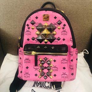 MCM 粉红色小号双肩包