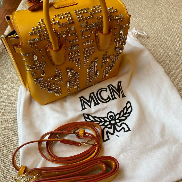 MCM 黄色铆钉单肩包