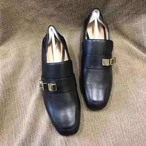 stuart weitzman 斯图尔特·韦茨曼铆钉中跟鞋