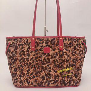 MCM 豹纹双面双色购物手提包