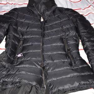 Moncler 蒙口黑色短款羽绒服