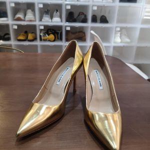 Manolo  Biahnik 金色高跟鞋