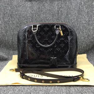 Louis Vuitton 路易·威登女士车厘子色漆皮贝壳手提包