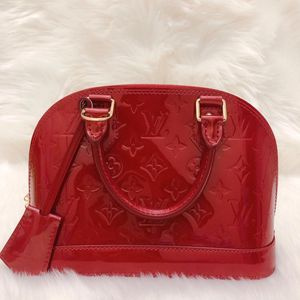 Louis Vuitton 路易·威登红色漆皮Alma BB贝壳单肩包