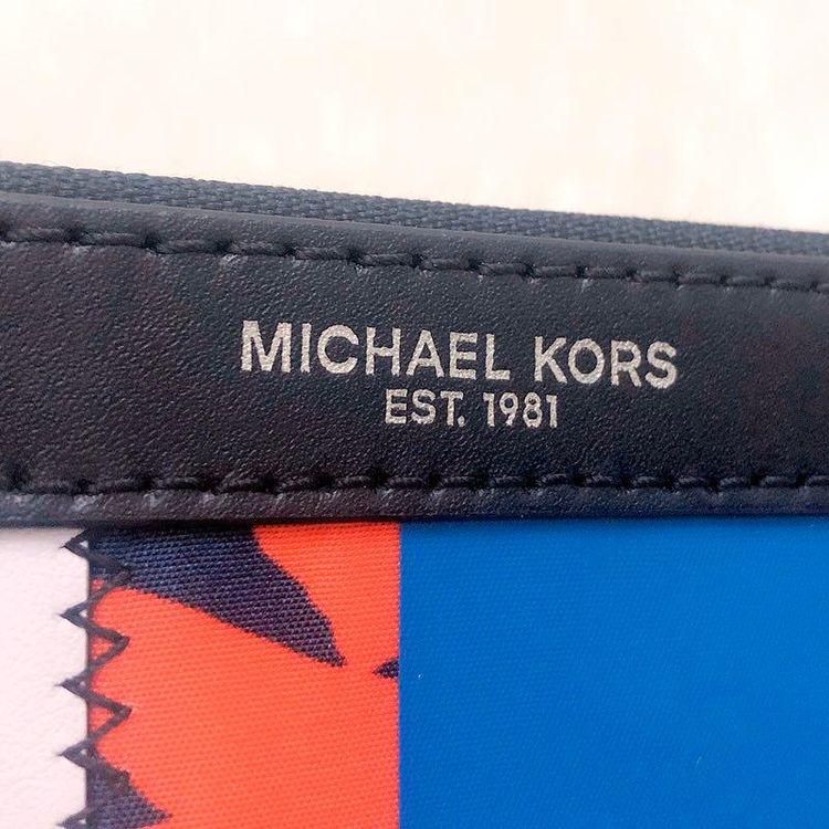 Michael kors迈克.科尔斯限量徽章大号男士手包
