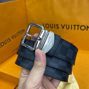 Louis Vuitton 路易·威登针扣款棋盘格腰带
