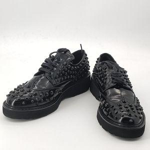 PRADA 普拉达黑色铆钉休闲鞋