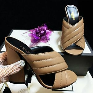 GUCCI 古驰名媛款罗马纹小羊皮粗跟高跟凉鞋