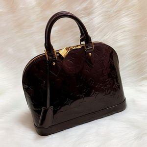 Louis Vuitton 路易·威登金扣车厘子色老花压纹漆皮贝壳手提包