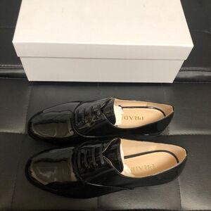 PRADA 普拉达男士皮鞋
