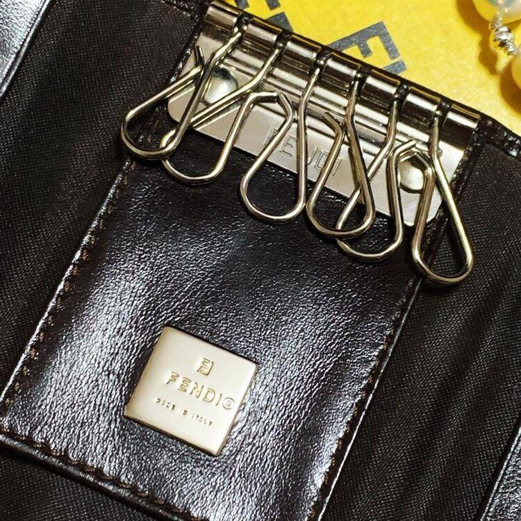 FENDI 芬迪咖啡色银扣经典老花拼皮六环多功能钥匙包